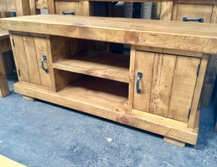"Clumber 3"" Beam TV Unit"